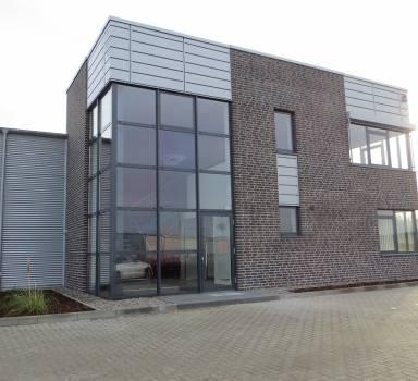 Neubau eines Gewerbebetriebes mit Produktionshalle